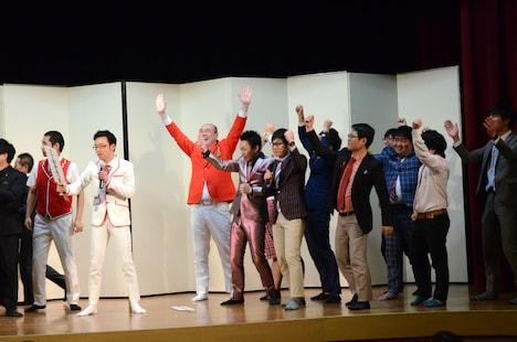 漫才対決に勝利した漫才協会若手五つ星。