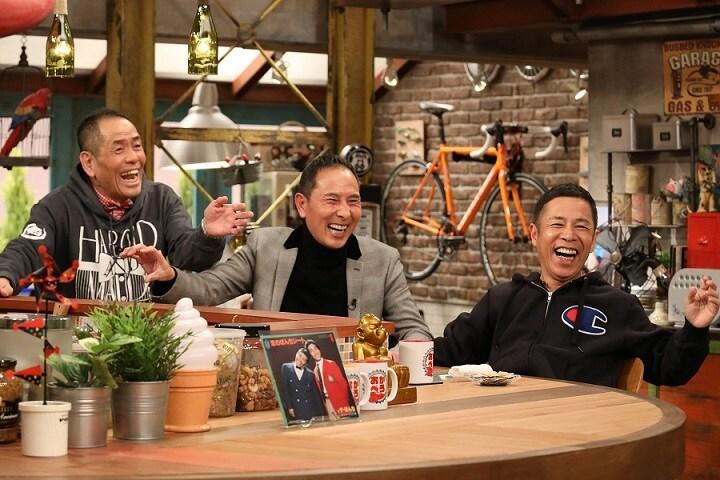 (左から)ザ・ぼんちとナインティナイン岡村。(c)関西テレビ