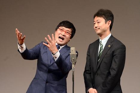 今年1月に開催した「千葉 40歳のW成人式」にて、房総みそピーズとして漫才を披露した南海キャンディーズ山里(左)と熊谷俊人市長(右)。