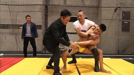 「第2の鈴木亮平選手権」のワンシーン。(c)テレビ朝日