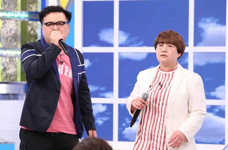 左からとろサーモン久保田、ハリセンボン春菜。(c)日本テレビ