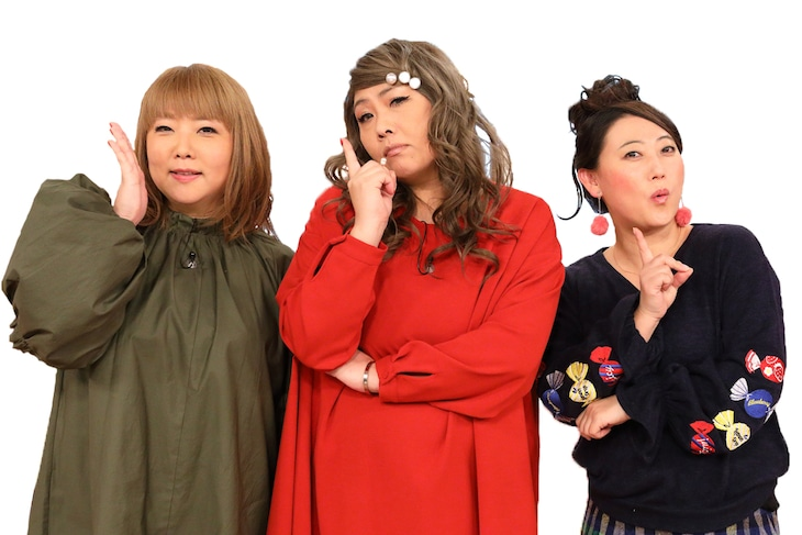 新番組「やすとも・友近のキメツケ!※あくまで個人の感想です」MCの(左から)海原やすよ ともこ、友近。(c)関西テレビ