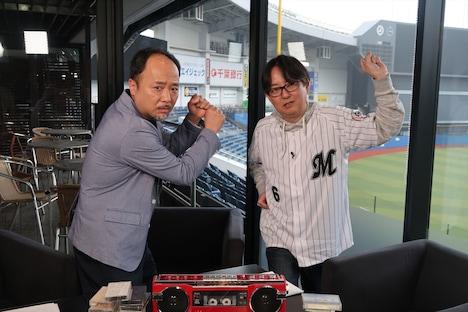(左から)マキタスポーツ、スージー鈴木。(c)BS12 トゥエルビ