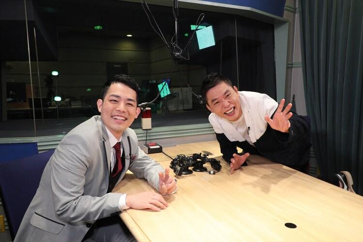 (左から)濱田祐太郎、爆笑問題・太田。(c)関西テレビ