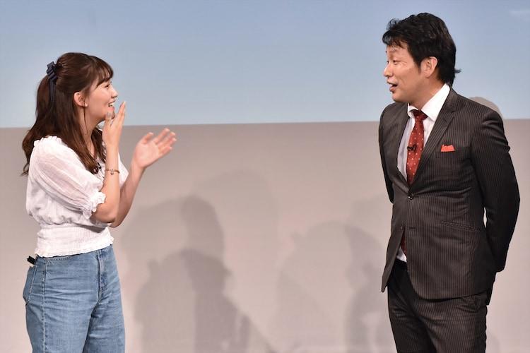 (左から)小嶋真子、ガリベンズ矢野。