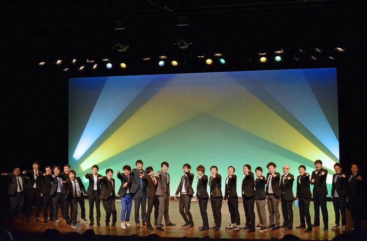 「FKDZ 11th LIVE ~再発~」オープングの様子。