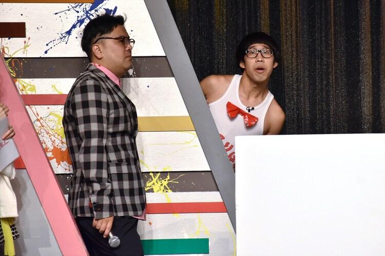 ひょっこりはんと、とろサーモン久保田(左)。