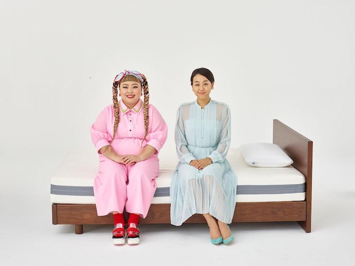 左から渡辺直美、浅田真央。