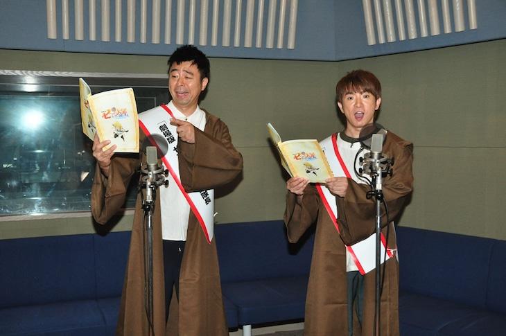 「劇場版 七つの大罪 天空の囚われ人」公開アフレコに臨むよゐこ。