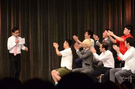 例えツッコミを過剰に褒められ、「俺をバカにするなー!」とシンプルなツッコミを入れたおいでやす小田(左端)。