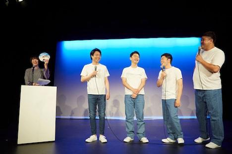 左から会見の司会を務めた宇都宮まき、信濃岳夫、清水けんじ、吉田裕、諸見里大介。