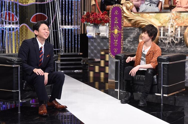 左から有吉弘行、阿久津仁愛。(c)日本テレビ