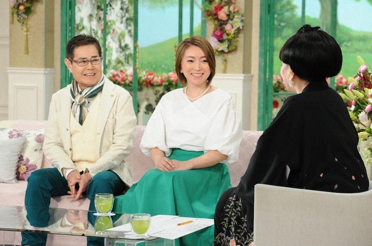 「徹子の部屋」に出演する(左から)加藤茶と妻・綾菜。(c)テレビ朝日