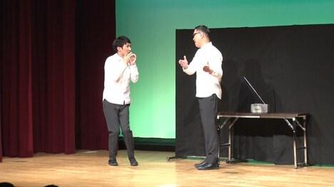 「モノクロ」広島公演の様子。