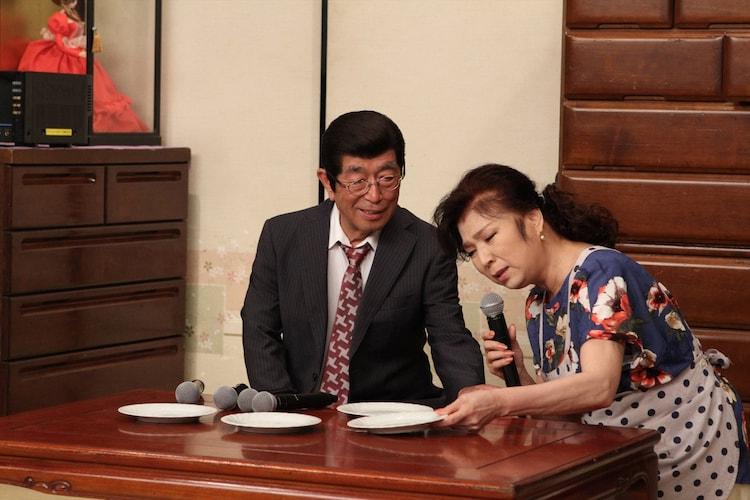 (左から)志村けん、八代亜紀。(c)フジテレビ