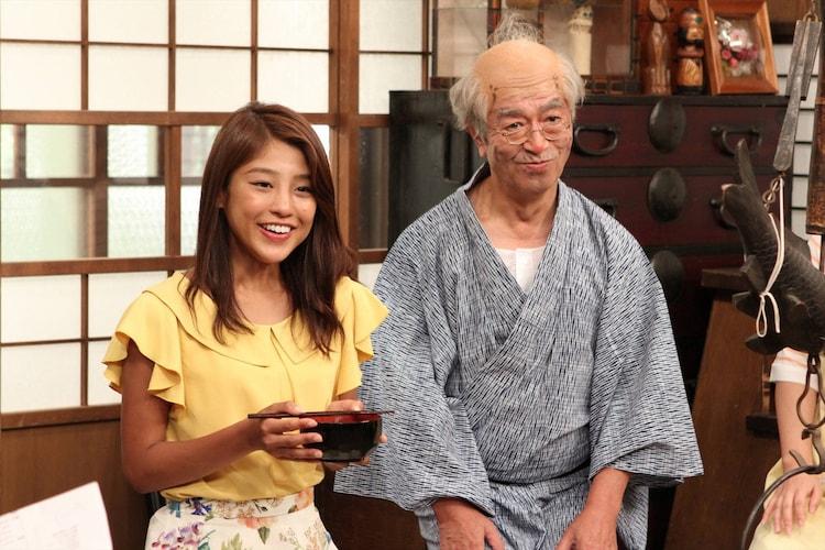(左から)岡副麻希、志村けん。(c)フジテレビ