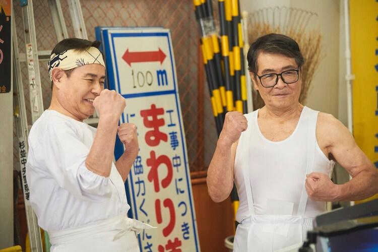 ドラマで共演する加藤茶(左)と仲本工事(右)。(c)テレビ東京