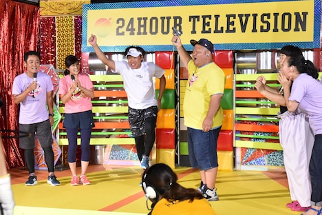チャリティマラソンのランをスタートさせるANZEN漫才みやぞん。(c)日本テレビ