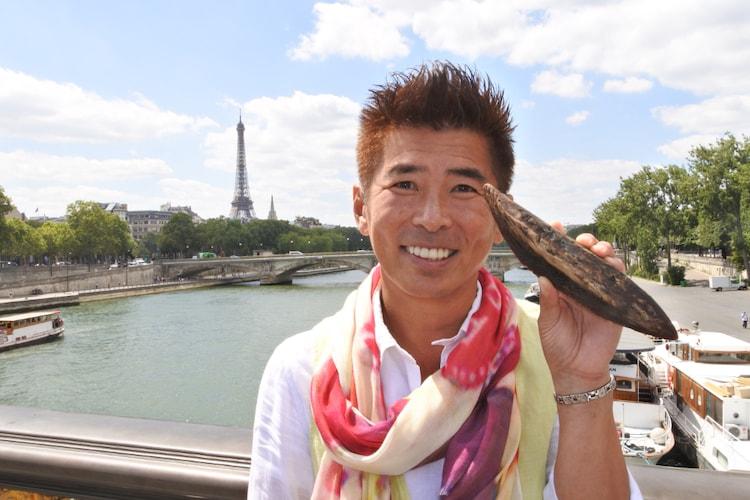 「空飛ぶかつおぶし~海外のシェフに渡したら、こんな料理になりました~」に出演する、勝俣州和。(c)SBS