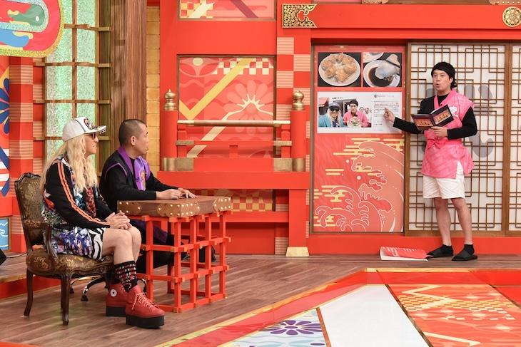 「この人に逢わせて喜ばせたい!逢喜利」に出演するタカアンドトシとゲストのDJ KOO(左)。(c)中京テレビ