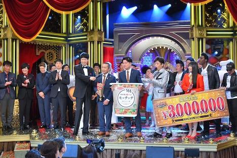 「歌ネタ王決定戦2018」で優勝を果たしたメンバー。