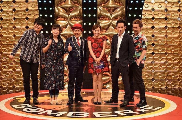 左から蛙亭、MICRO、塩尻奈都子アナウンサー、ペンギンズ。(c)メ~テレ