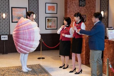 10月5日放送の「LIFE!」より飯豊まりえが参加するコント「イタヤガイ」のワンシーン。
