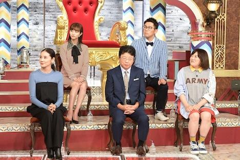 パネラーとして出演する森三中・黒沢(前列右)、ビビる大木(後列右)ら。(c)TBS