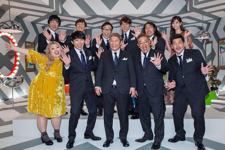 前列左から渡辺直美、劇団ひとり、ビートたけし、サンドウィッチマン。後列左から東京03、ロッチ、新川優愛。(c)NHK