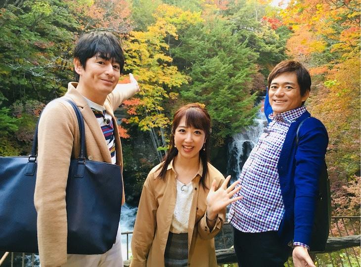 日光を訪れる博多華丸・大吉と川田裕美(中央)。