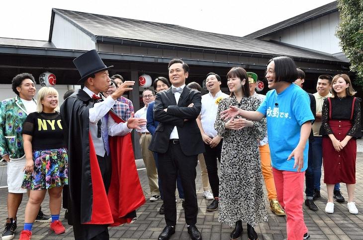 「有田ジェネレーション」で大江戸温泉物語に集う出演者たち。(c)TBS