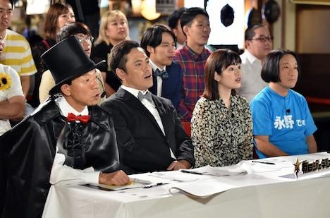 (手前左から)バイきんぐ小峠、くりぃむしちゅー有田、筧美和子、永野。(c)TBS