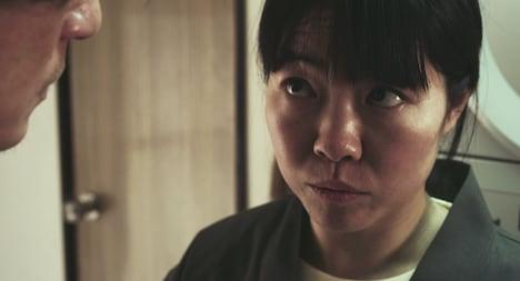 イモトアヤコ演じる旅館の従業員。