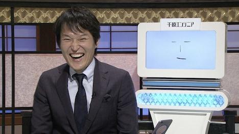 千原ジュニアと弟子の千原エンジニア。(c)NHK