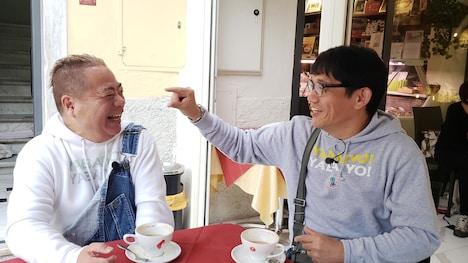 出川哲朗(左)とゲストライダーのずん飯尾(右)。(c)テレビ東京