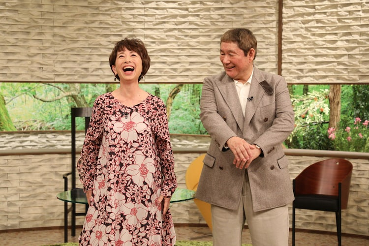 笑う阿川佐和子(左)とビートたけし(右)。(c)MBS