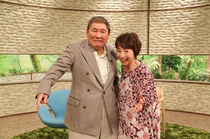 左からビートたけし、阿川佐和子。(c)MBS