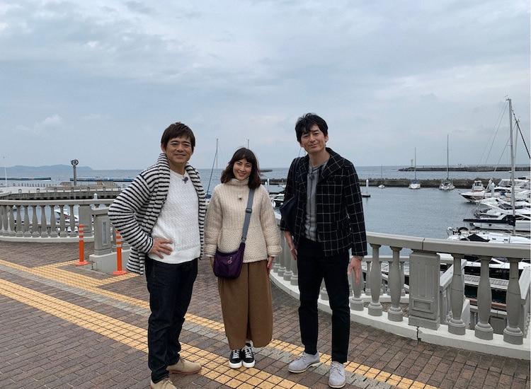 博多華丸・大吉と鈴木杏樹(中央)。(c)テレビ東京