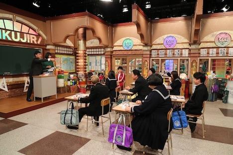南海キャンディーズによる授業の様子。(c)テレビ朝日