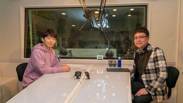 星野源(左)と銀シャリ橋本(右)。
