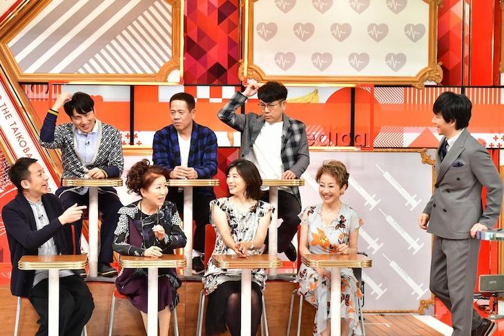 「名医のTHE太鼓判!」にゲスト出演する我が家・坪倉(前列左端)ら。(c)TBS