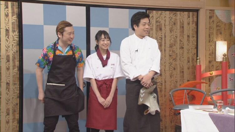 (左から)ペンギンズ・ノブオ、瀧脇笙古、バンビーノ藤田。(c)CBC