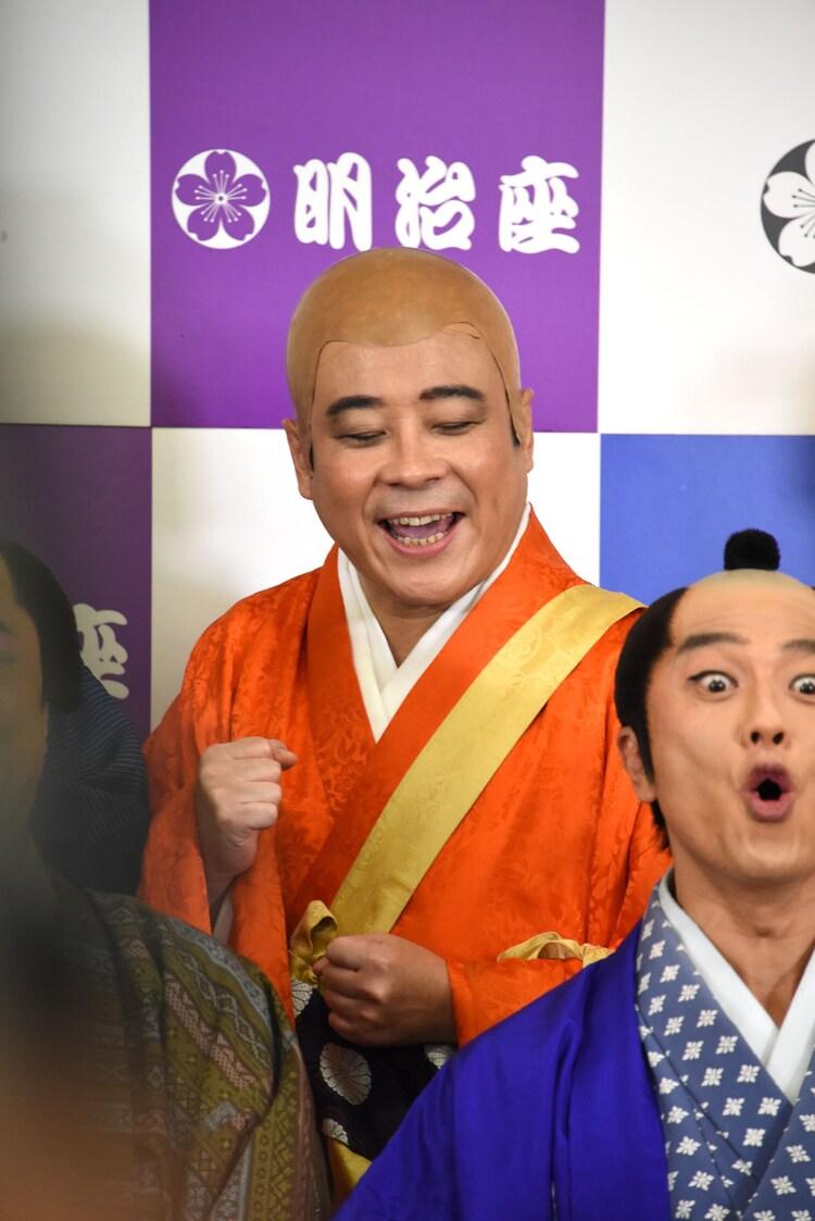 バッファロー吾郎A(左)。
