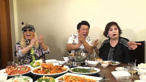 タイで行われたトークのワンシーン。(c)関西テレビ
