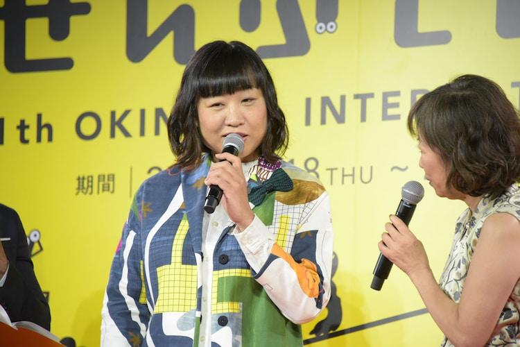 樹木希林企画「エリカ38」に出演する南海キャンディーズしずちゃん(左)と浅田美代子(右)。