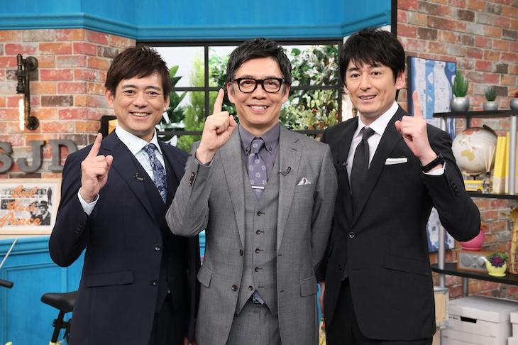 MCの生瀬勝久(中央)と博多華丸・大吉。(c)中京テレビ