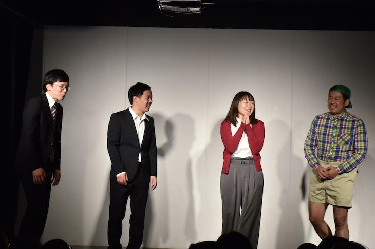 「東京桜」のエンディングに集結する(左から)ザ・マミィの林田と酒井、吉住、岡野陽一。
