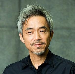 古文の矢野先生を演じる小市慢太郎。