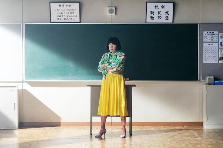 古田新太演じる52歳、ゲイで女装家の高校教師・原田のぶお。