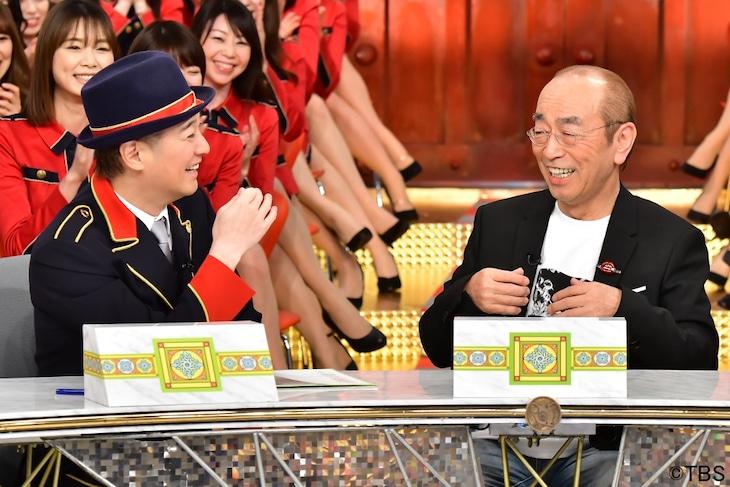 2019年4月放送の「中居正広のキンスマスペシャル」に出演する(手前左から)中居正広、志村けん。